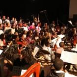 leerorkest speelt voor de koningin